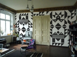 black_white_geometrical_navajo_wall
